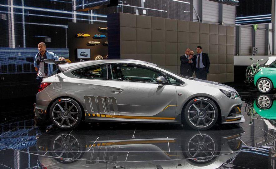 2015 Audi S1 - Slide 52
