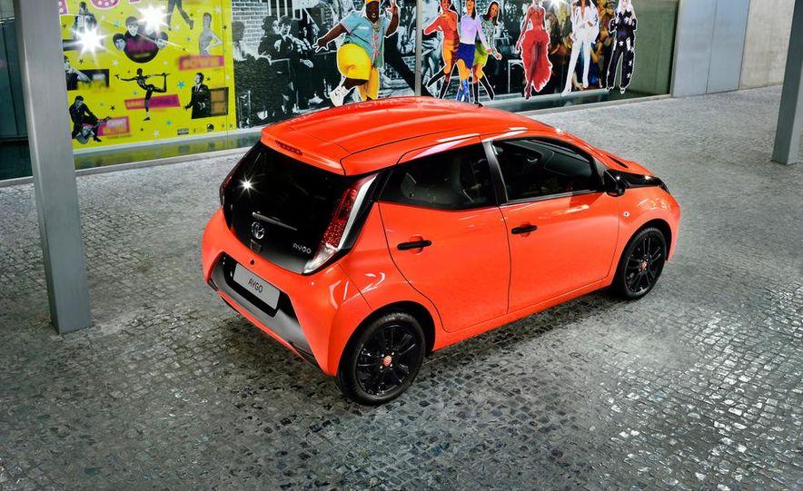 2014 Toyota Aygo - Slide 12