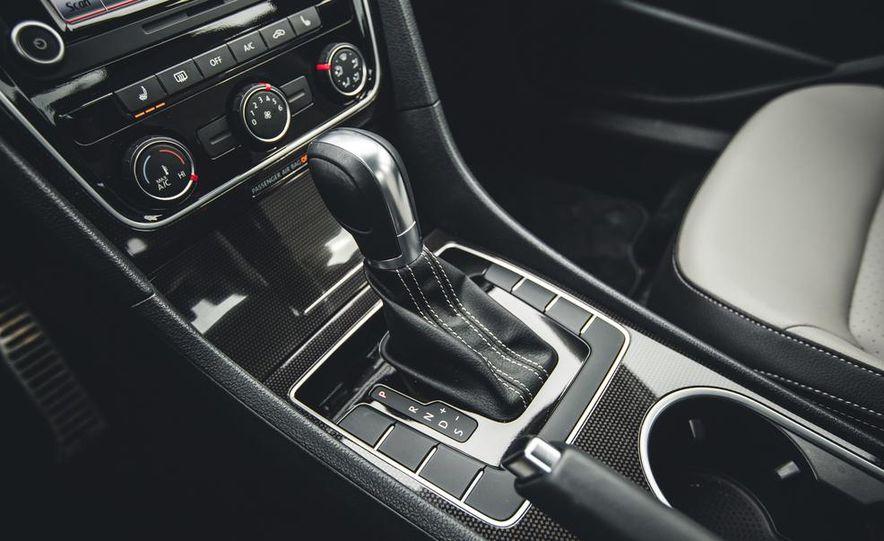 2014 Volkswagen Passat Sport 1.8T - Slide 29