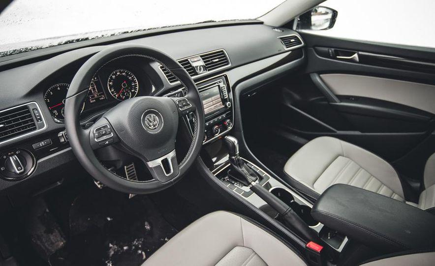 2014 Volkswagen Passat Sport 1.8T - Slide 17