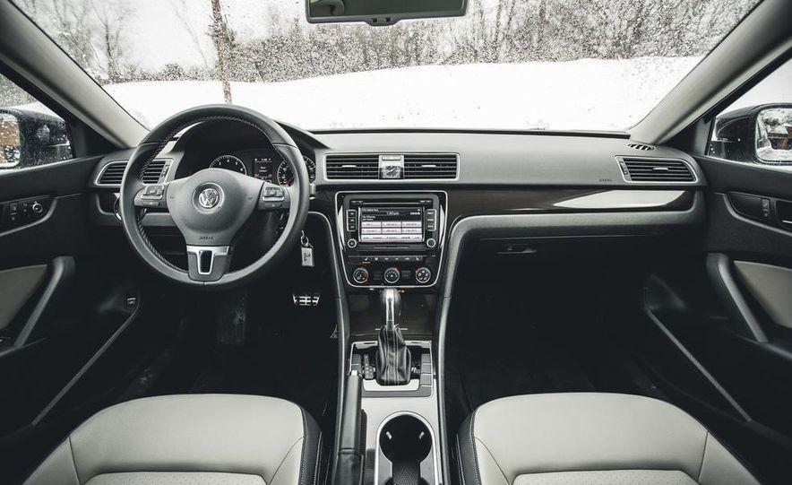 2014 Volkswagen Passat Sport 1.8T - Slide 18