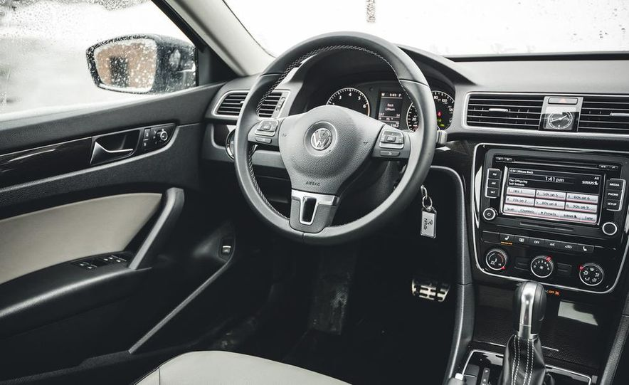 2014 Volkswagen Passat Sport 1.8T - Slide 21