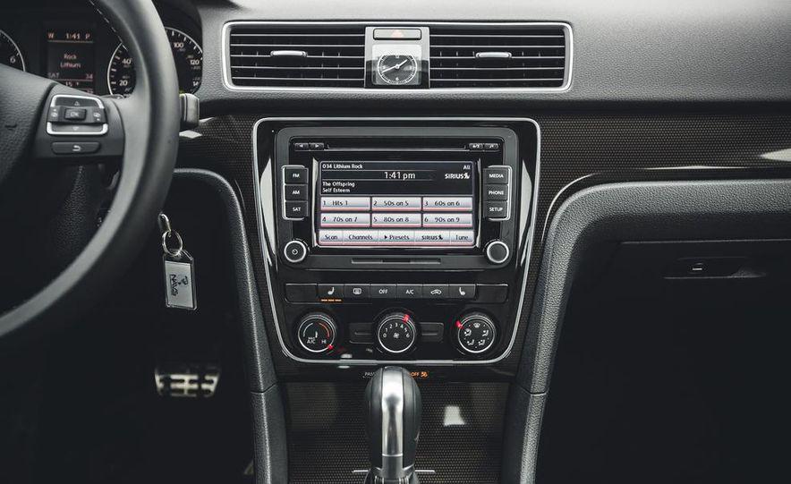 2014 Volkswagen Passat Sport 1.8T - Slide 22