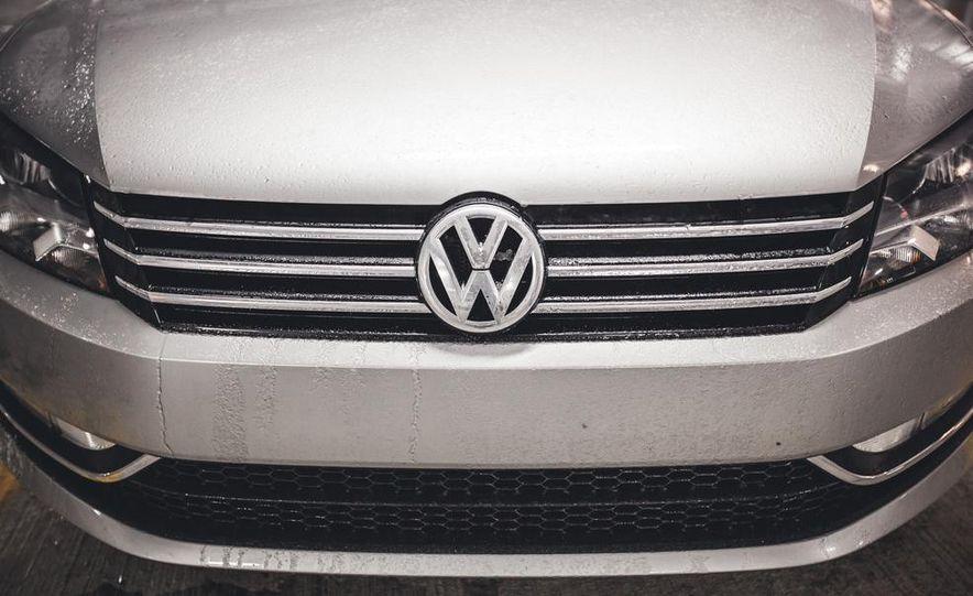 2014 Volkswagen Passat Sport 1.8T - Slide 11