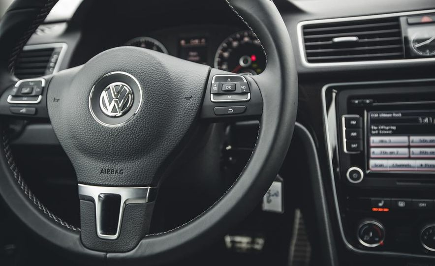 2014 Volkswagen Passat Sport 1.8T - Slide 24