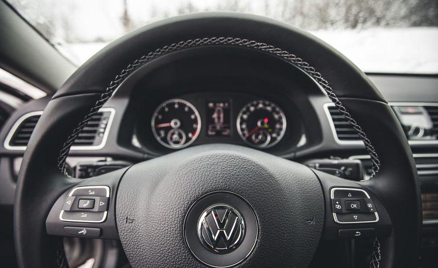 2014 Volkswagen Passat Sport 1.8T - Slide 25