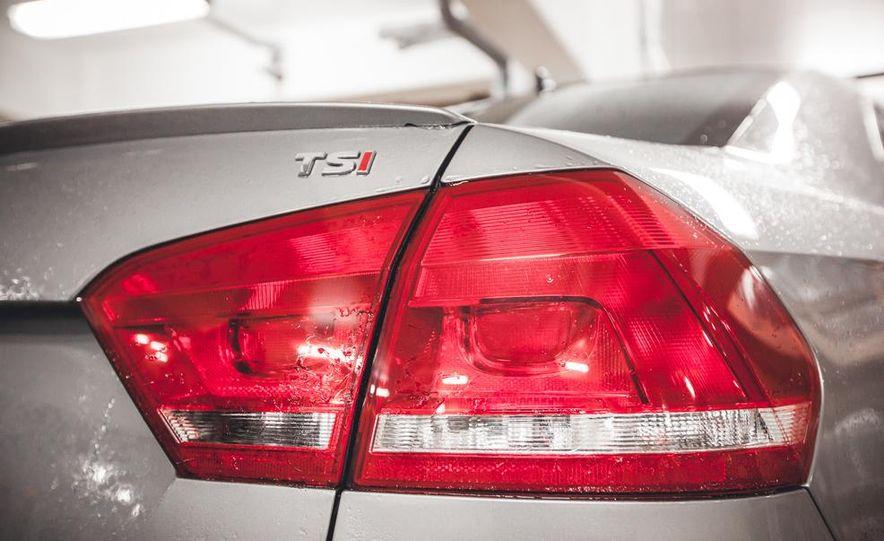 2014 Volkswagen Passat Sport 1.8T - Slide 16