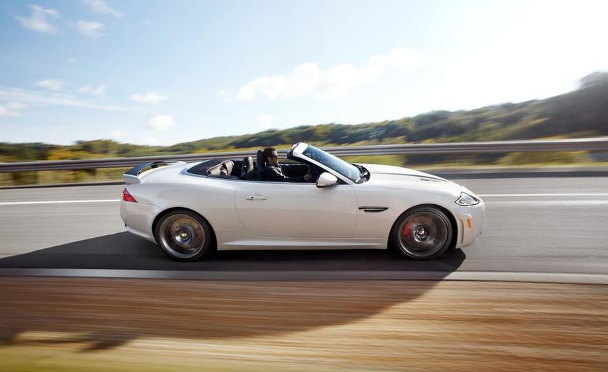 2012 Jaguar XKR-S convertible - Slide 16