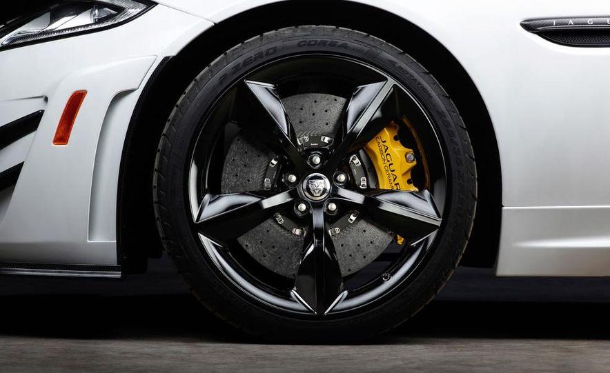 2012 Jaguar XKR-S convertible - Slide 32