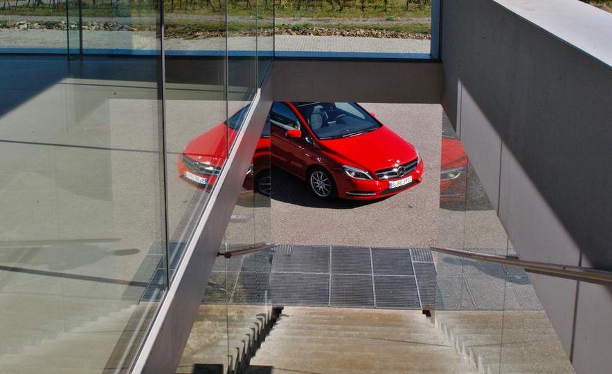 2013 Mercedes-Benz A200 - Slide 22