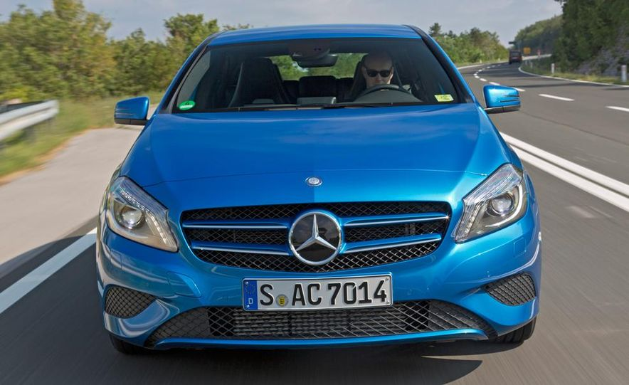 2013 Mercedes-Benz A200 - Slide 4