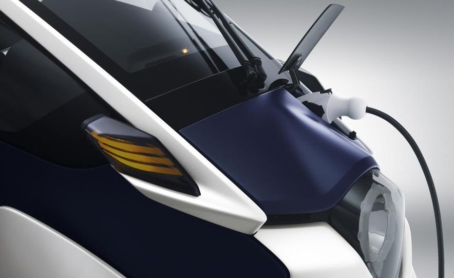 Toyota i-ROAD concept - Slide 10