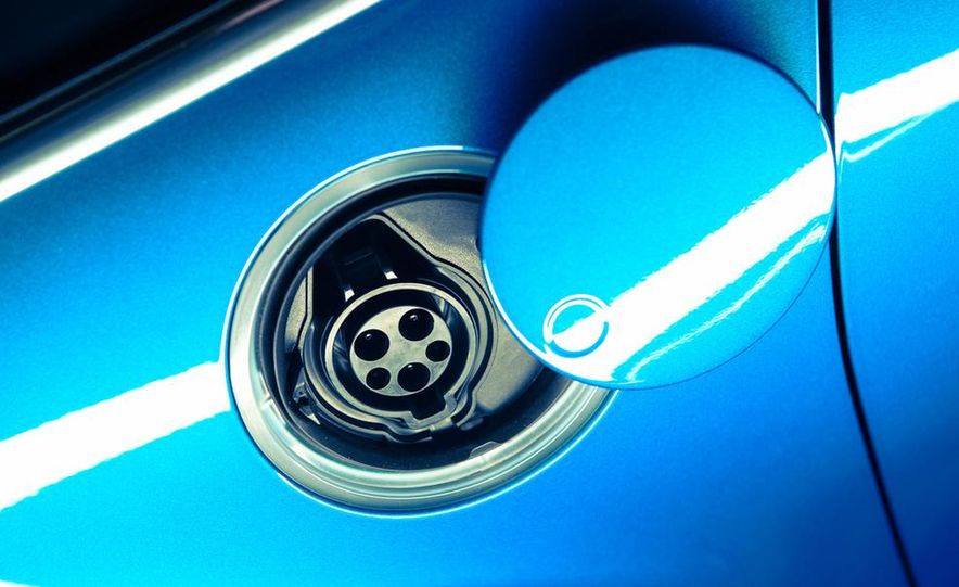 2013 Ford C-Max Energi Plug-In Hybrid - Slide 20