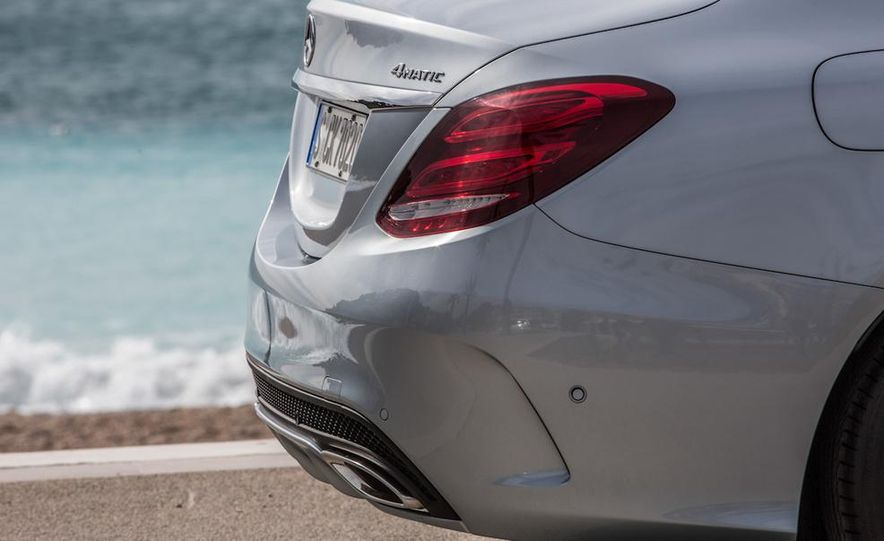 2015 Mercedes-Benz C400 4MATIC sedan - Slide 9