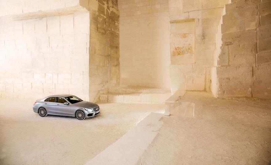 2015 Mercedes-Benz C400 4MATIC sedan - Slide 14
