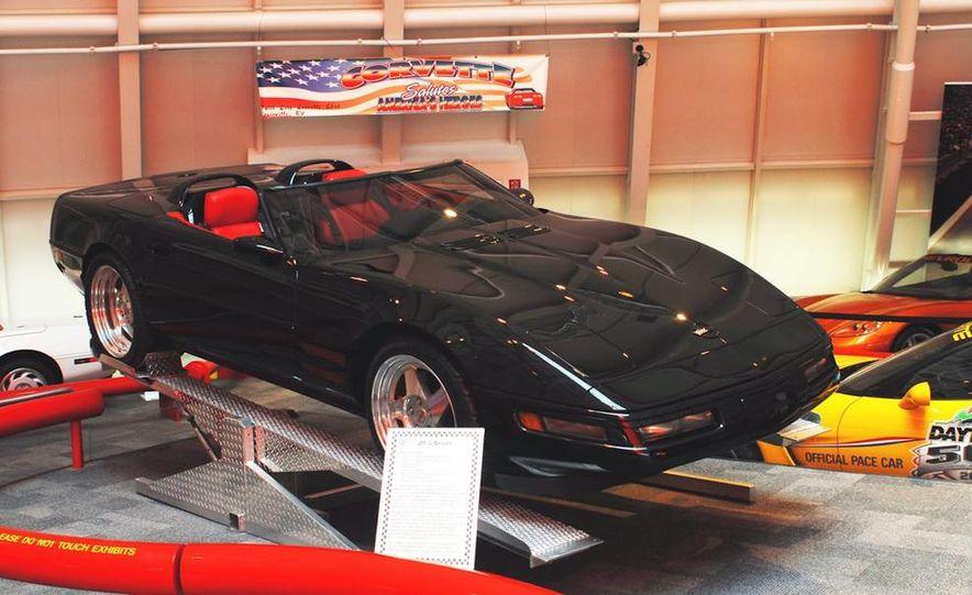 "2009 Chevrolet Corvette ZR-1 ""Blue Devil"" Prototype, 1993 40th Anniversary coupe, 1962 Corvette, and 1992 One Millionth Corvette - Slide 93"