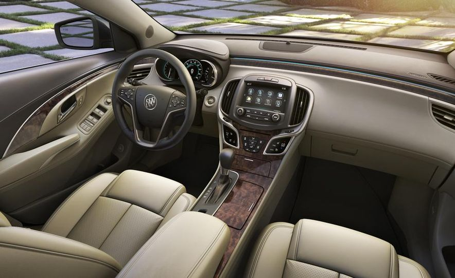 2014 Buick LaCrosse with the Ultra Luxury Interior Package - Slide 27