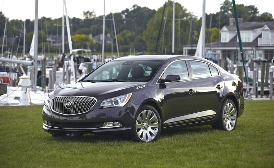 2014 Buick LaCrosse with the Ultra Luxury Interior Package - Slide 9