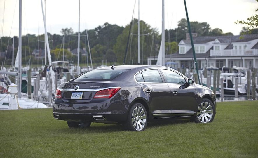 2014 Buick LaCrosse with the Ultra Luxury Interior Package - Slide 10