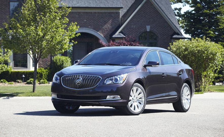 2014 Buick LaCrosse with the Ultra Luxury Interior Package - Slide 11