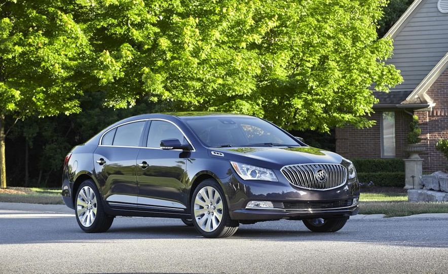 2014 Buick LaCrosse with the Ultra Luxury Interior Package - Slide 12