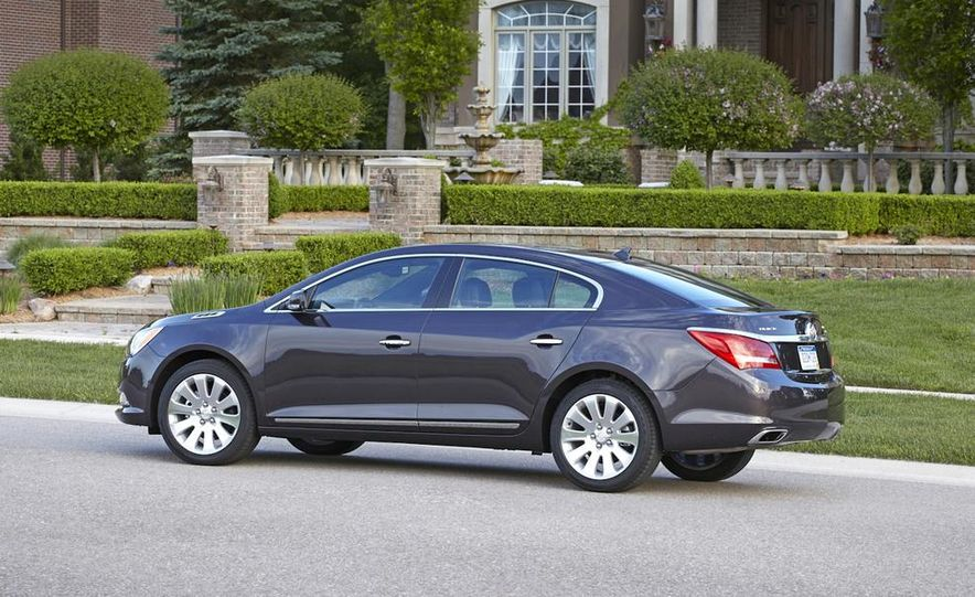 2014 Buick LaCrosse with the Ultra Luxury Interior Package - Slide 13