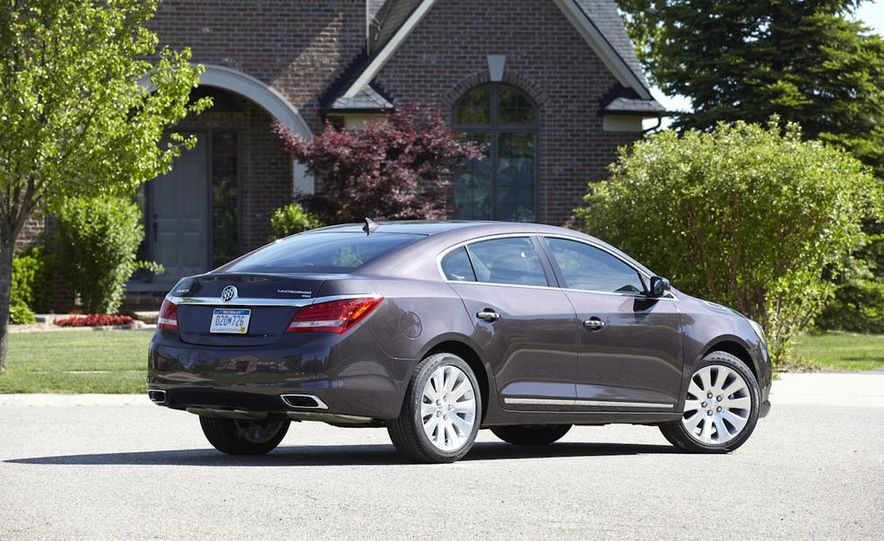 2014 Buick LaCrosse with the Ultra Luxury Interior Package - Slide 14