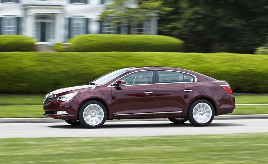 2014 Buick LaCrosse with the Ultra Luxury Interior Package - Slide 8