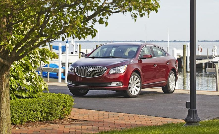2014 Buick LaCrosse with the Ultra Luxury Interior Package - Slide 16