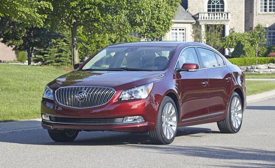 2014 Buick LaCrosse with the Ultra Luxury Interior Package - Slide 17