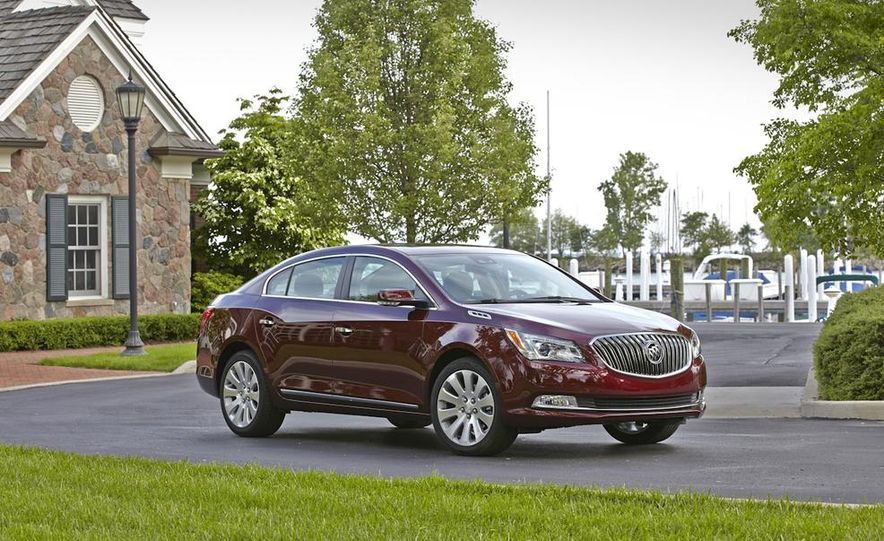 2014 Buick LaCrosse with the Ultra Luxury Interior Package - Slide 18