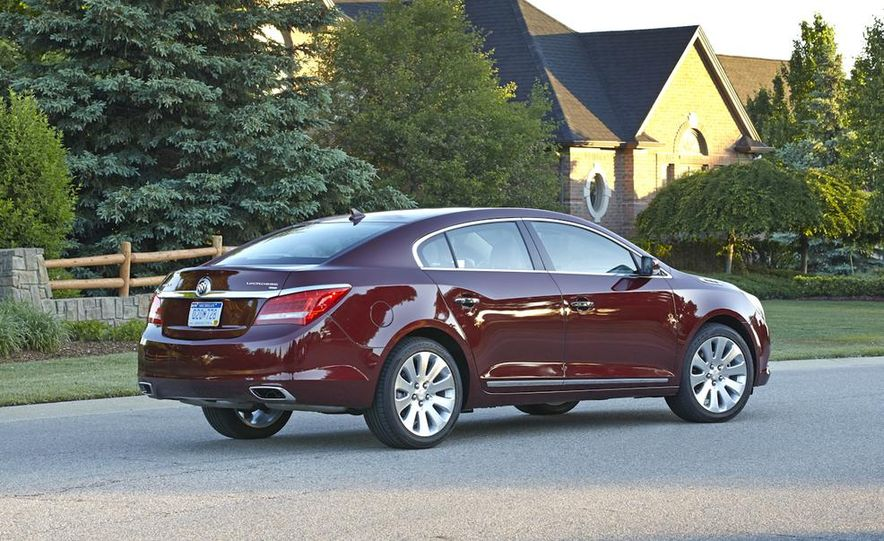 2014 Buick LaCrosse with the Ultra Luxury Interior Package - Slide 19