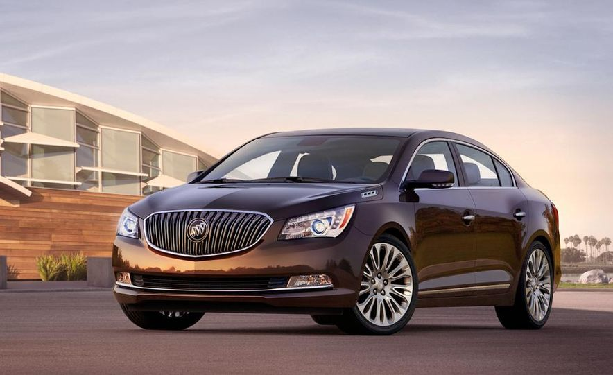 2014 Buick LaCrosse with the Ultra Luxury Interior Package - Slide 21
