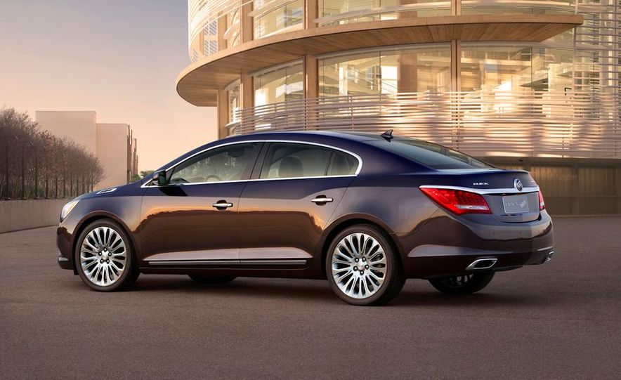 2014 Buick LaCrosse with the Ultra Luxury Interior Package - Slide 22