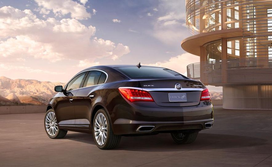 2014 Buick LaCrosse with the Ultra Luxury Interior Package - Slide 23