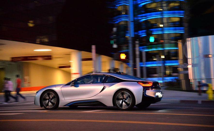 2015 BMW i8 - Slide 18