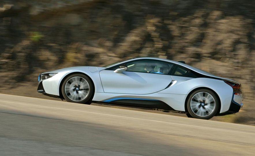 2015 BMW i8 - Slide 24