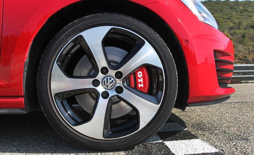 2015 Volkswagen GTI 3-door - Slide 19