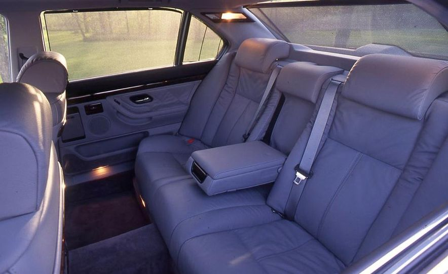 BMW 750iL, Jaguar XJ12, Mercedes-Benz S500 - Slide 13