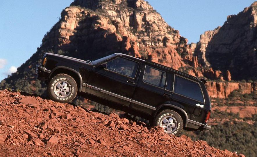 Toyota 4Runner SR5 V6 4WD, Isuzu Trooper LS, Mitsubishi Montero LS, Jeep Cherokee Laredo, Ford Explorer Eddie Bauer, Nissan Pathfinder SE V6, and GMC S-15 Jimmy SLX - Slide 10