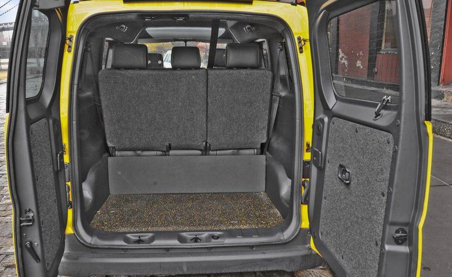 2014 Nissan NV200 Taxis - Slide 23