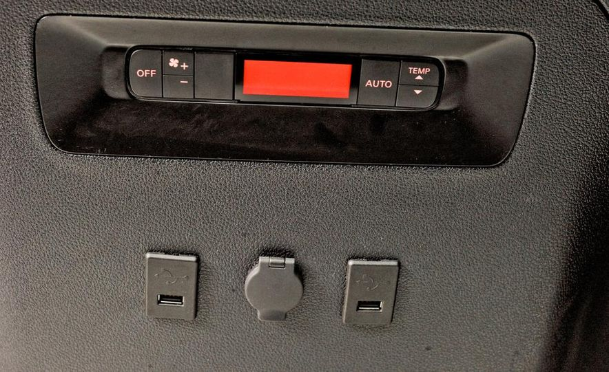 2014 Nissan NV200 Taxis - Slide 22