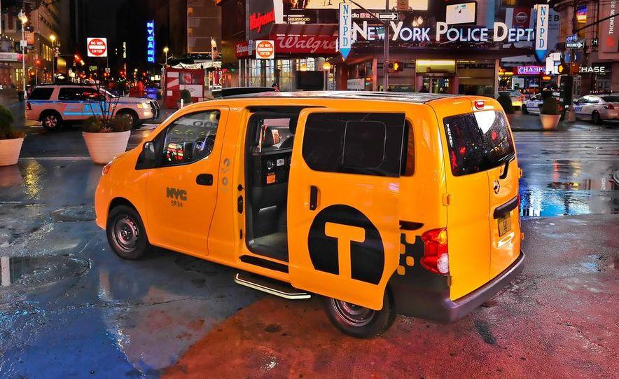 2014 Nissan NV200 Taxis - Slide 13