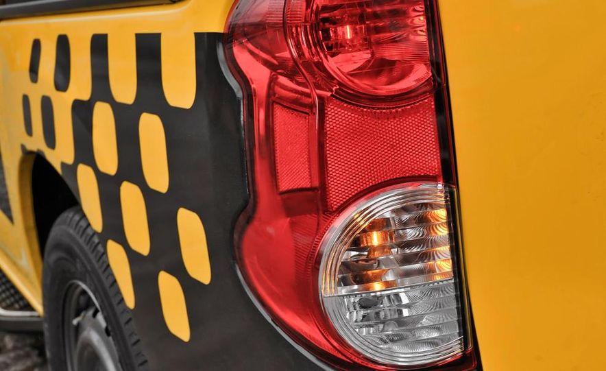 2014 Nissan NV200 Taxis - Slide 15