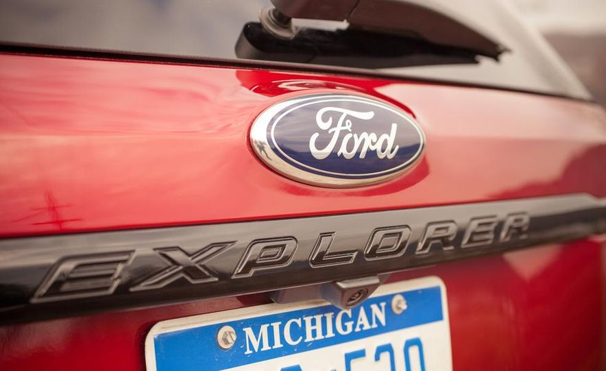 2015 Ford Explorer XLT - Slide 18