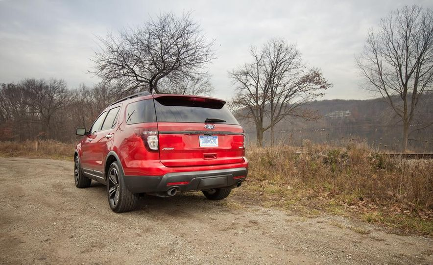 2015 Ford Explorer XLT - Slide 10