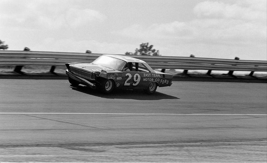 1967 Lotus 49 Ford-Cosworth - Slide 27