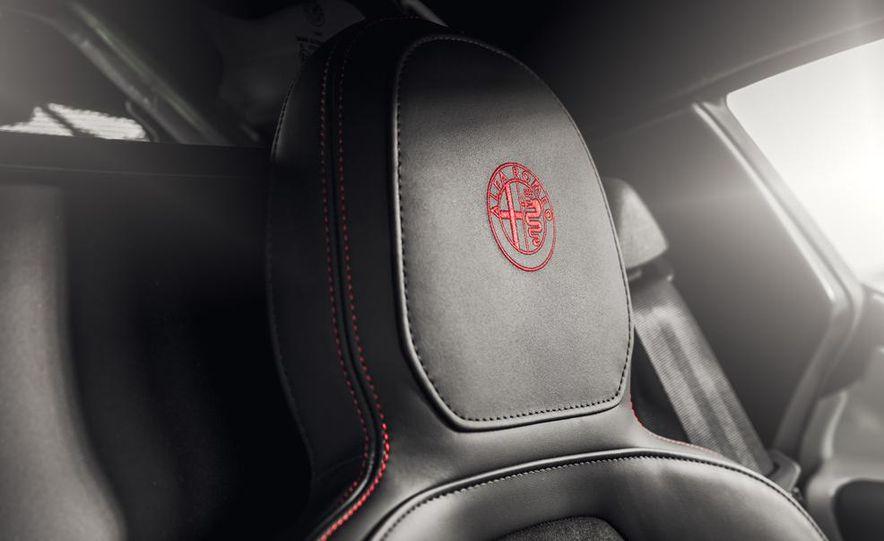 2015 Alfa Romeo 4C - Slide 29