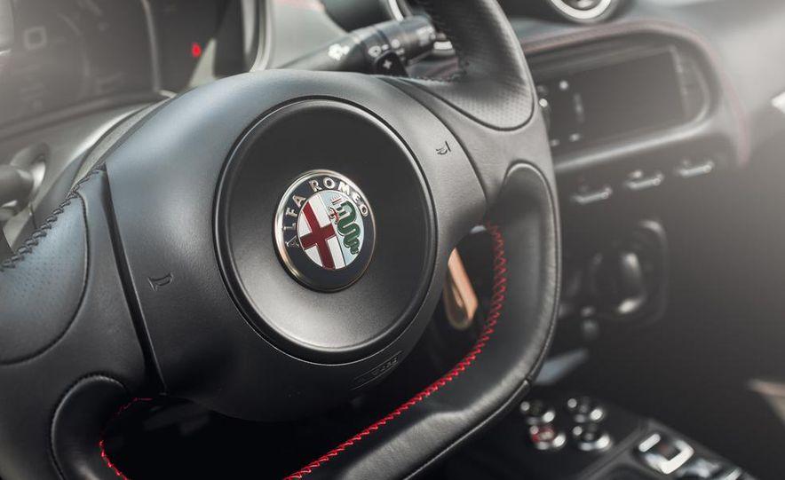 2015 Alfa Romeo 4C - Slide 30