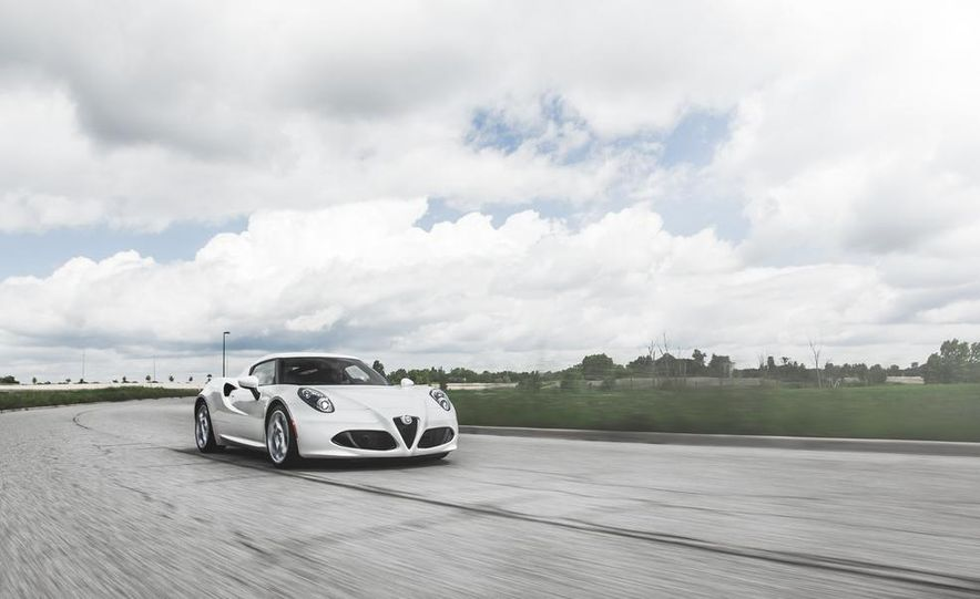 2015 Alfa Romeo 4C - Slide 2